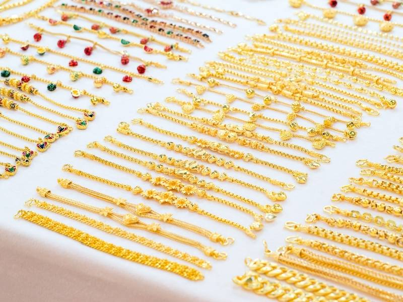 Does gold-filled jewelry tarnish What would cause it to tarnish