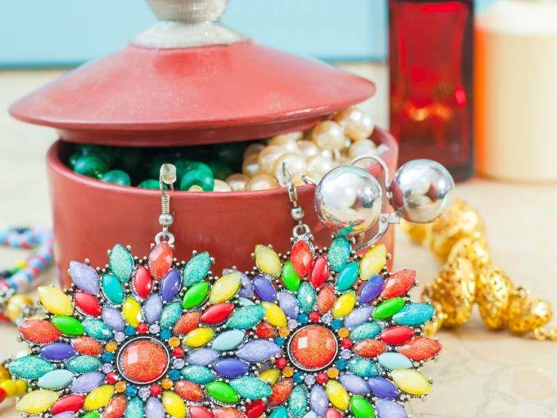 FAQs about costume jewelry