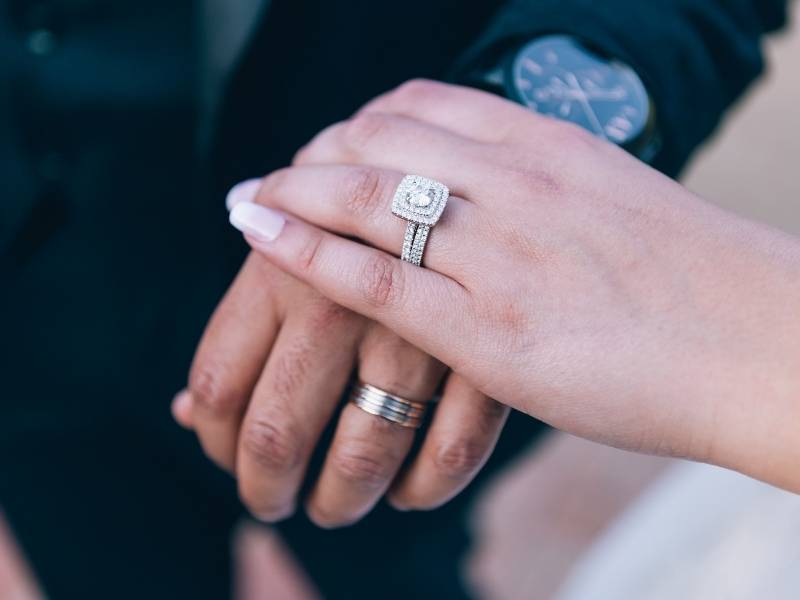 How to Clean a Diamond Ring Silver and Gold