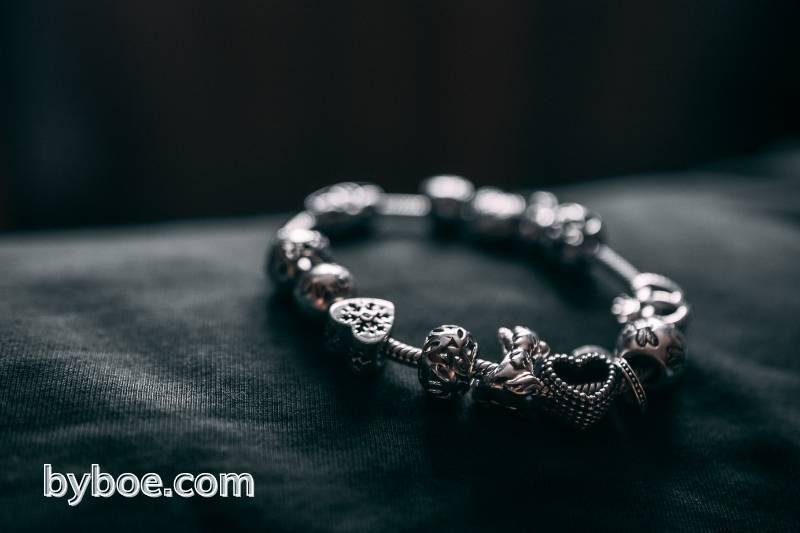 How to Put Charms on a Pandora Bracelet