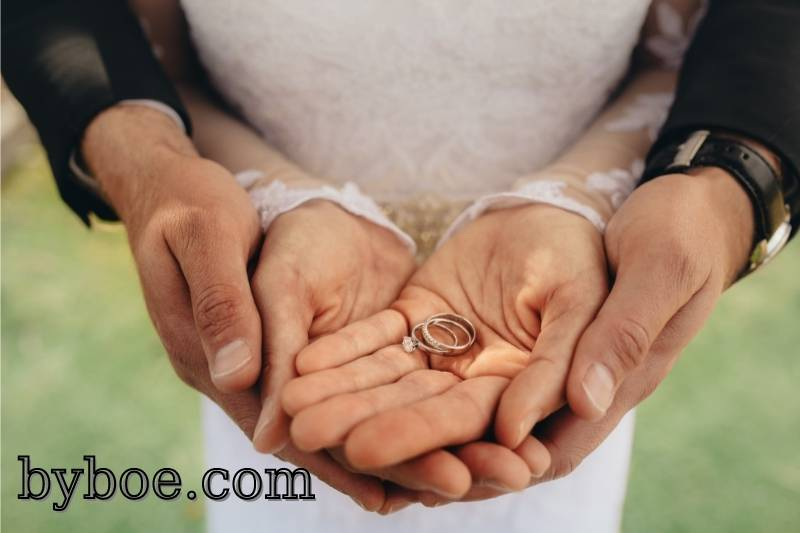 Tips on How to Wear Wedding Ring and Engagement