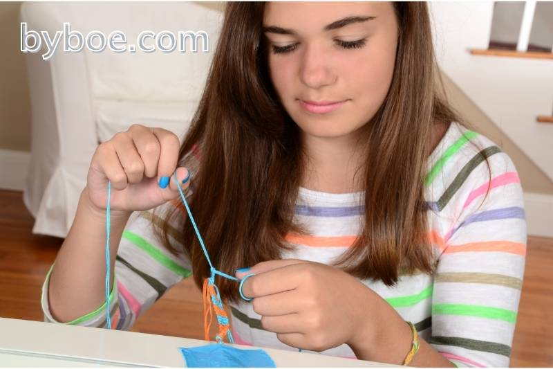 How to Tie Friendship Bracelets - Induction