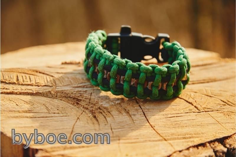 DIY: Paracord Survival Bracelet